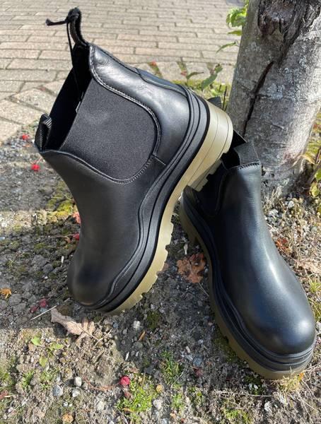 Bilde av Pavement Amalfi Boots Black